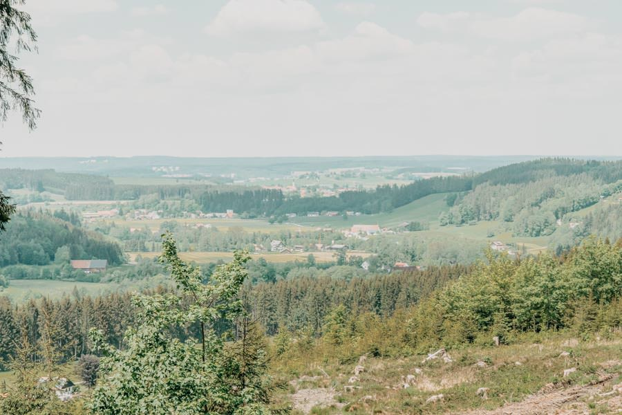 Wanderung beim Glasmacherdorf Schmidsfelden im Allgaeu – Aussicht