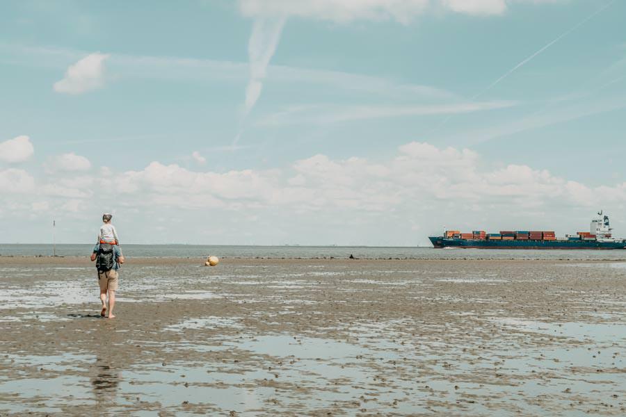 Wattwandern Cuxhaven zur Kugelbake - Schiffe