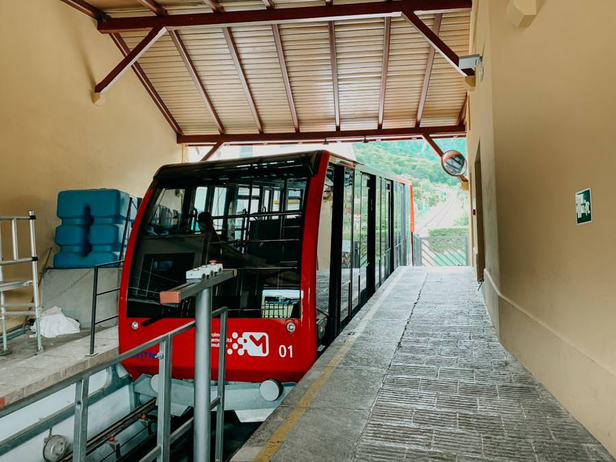 Mendelbahn Mendelpass - Wanderung zur Halbweghuette bei Kaltern in Suedtirol 19